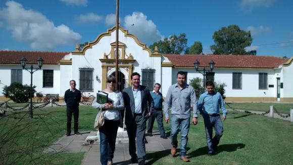 Aiola junto a representantes del área de Salud en el Hospital de Castilla