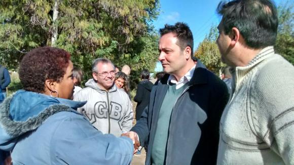 El intendente Víctor Aiola estuvo recorriendo el barrio Uocra