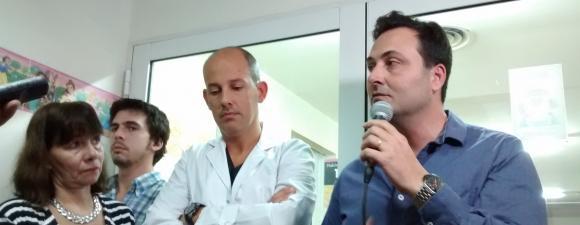 Colocación de placas en reconocimiento de los pediatras Cottí de la Lastra y Stéfano