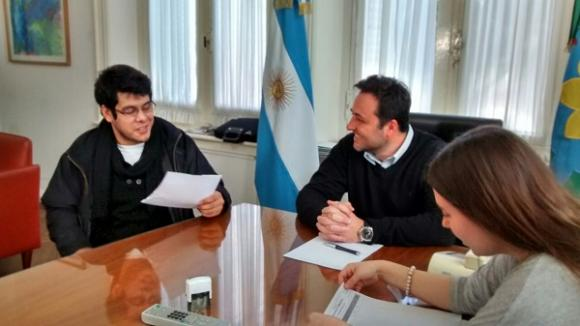 Entregaron un subsidio al Centro de Estudiantes de Junín