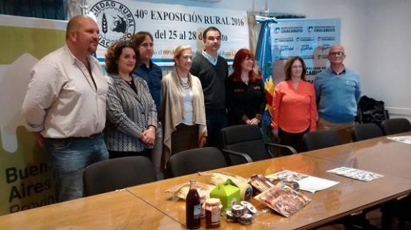 Acompañados por funcionarios, la Sociedad Rural anunció su «Expo» en Provincia