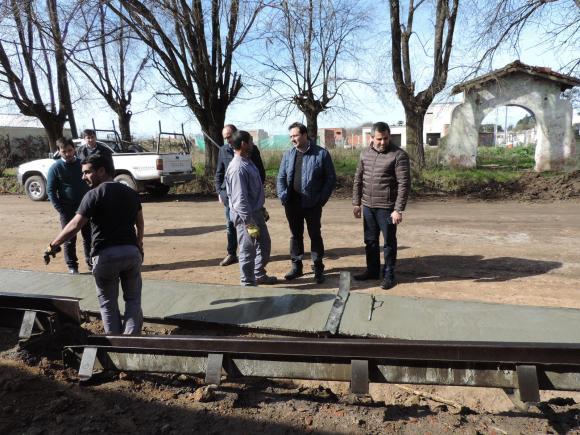 Inicio hormigonado en calle Ituzaingó «Plan accesibilidad a los Barrios»