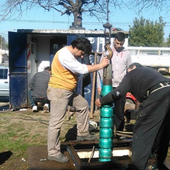 """Instalación de bomba de agua para el barrio """"Parque Chacabuco"""""""