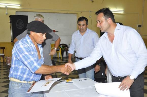 Aiola presenció el sorteo de 40 terrenos en Castilla