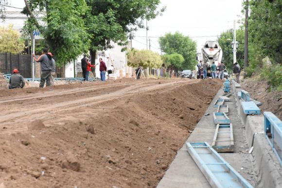 Accesibilidad a los barrios: hormigonado de cordón cuneta