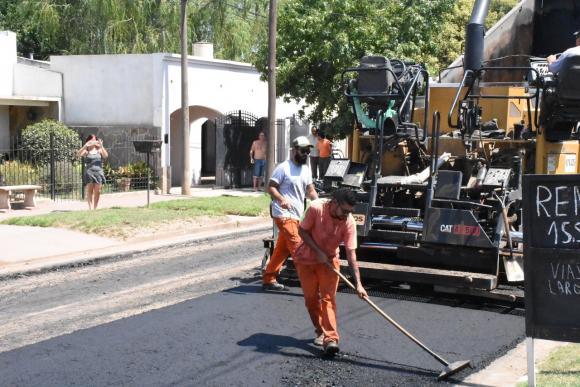 Tras 15 años de espera, se asfaltó la calle Balcarce