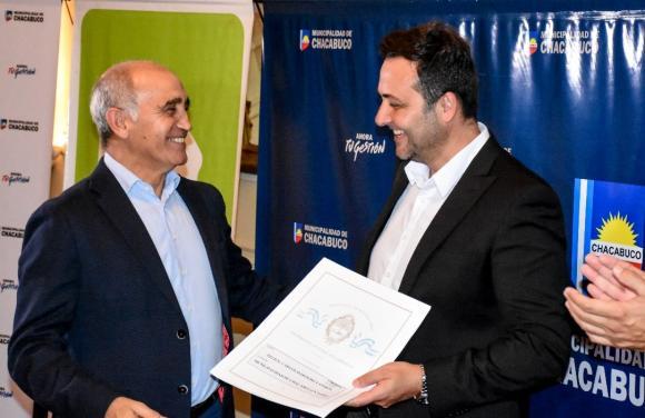 Provincia y Municipio entregaron 51 escrituras y firmaron otras 76