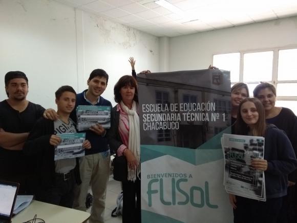 Entrega de material pata el FLISol Chacabuco