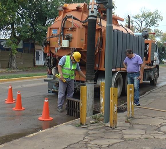 Obras Públicas: limpieza de boca de tormentas