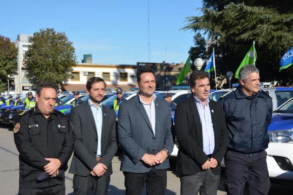 Seguridad: Con la presencia de Ritondo, se entregaron 70 móviles de seguridad