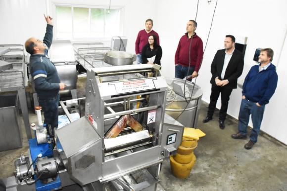 Producción de miel: Aiola visitó la cooperativa de apicultura