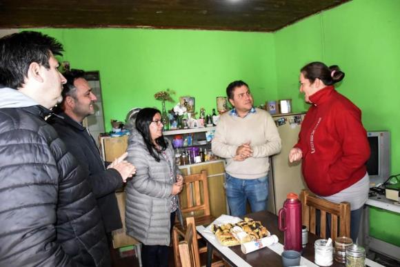 Cerca de la gente: Aiola visitó a vecinos