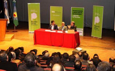 Funcionarios de Chacabuco en la presentación de un para desarrollar la productividad de los municipios bonaerenses