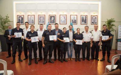 Acto en reconocimiento a la Policía de la Provincia