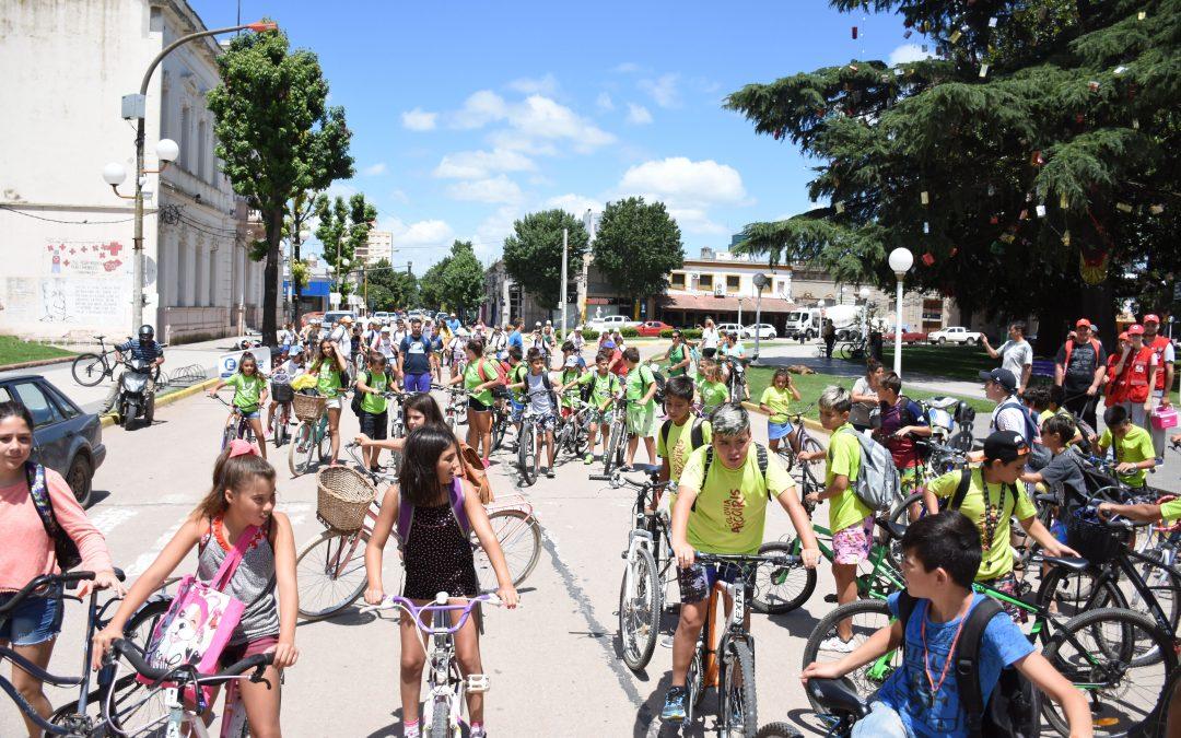 Educación Vial en una gran bicicleteada junto a las Colonias de nuestra comunidad