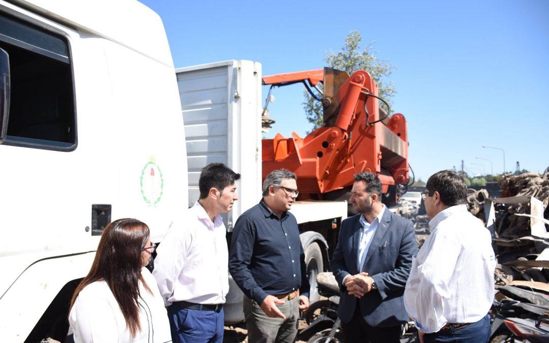Tránsito: se dio inicio a la compactación de autos y motos acopiados en el depósito municipal