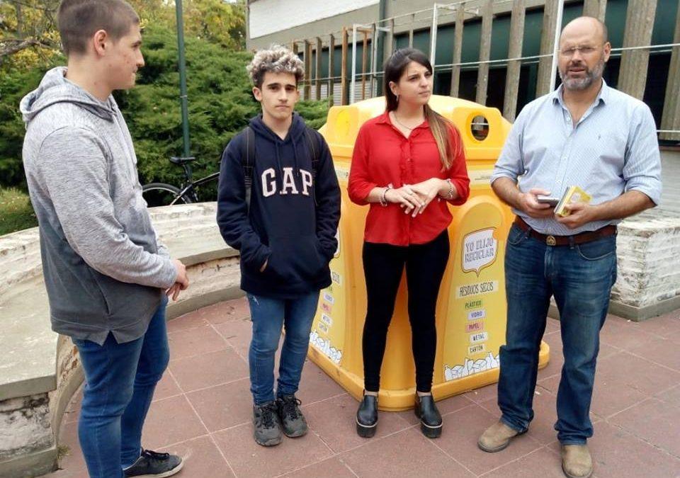 Continúa la colocación de campanas de reciclaje en establecimientos escolares