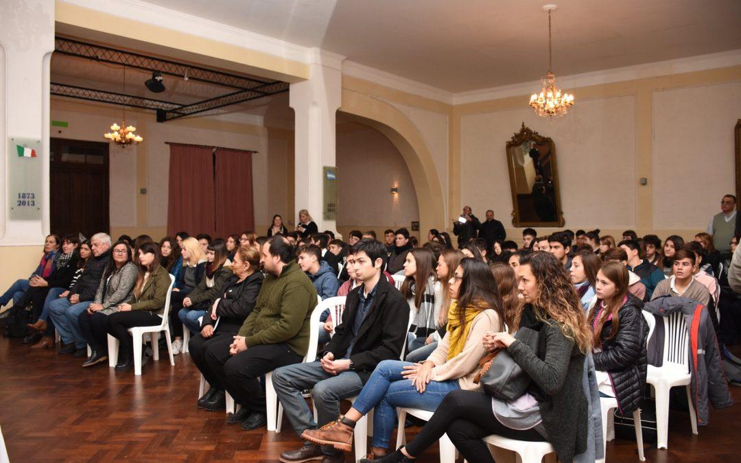 """Aiola: """"a través del debate, uno puede construir ideas"""""""