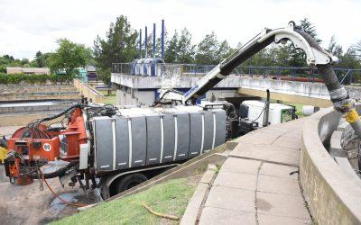 Trabajos de limpieza en la Planta Depuradora Este