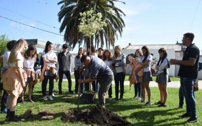 Continúa el programa de reforestación que busca generar conciencia medioambiental