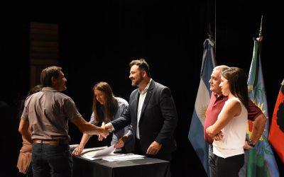 Firma de escrituras para siete barrios de nuestra comunidad