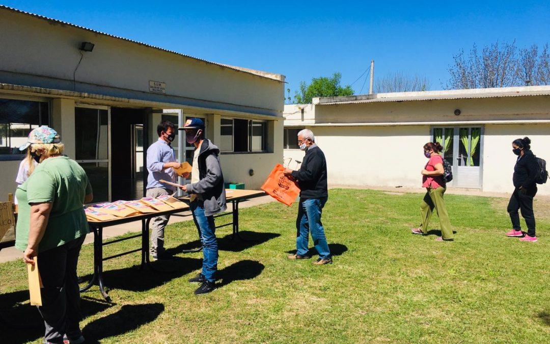 Continúa la entrega de semillas en los Centros Comunitarios