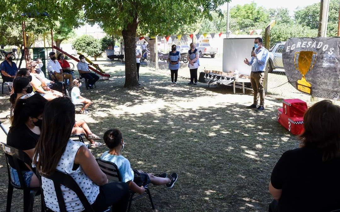 Aiola participó del acto de egresados en el CAI Milagros de Cucha Cucha