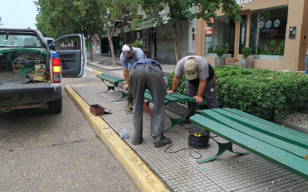 Restauración de bancos y juegos en plazas de nuestra comunidad