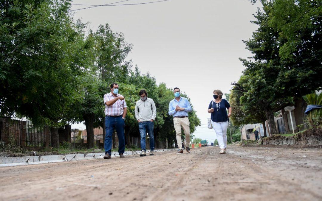 El Intendente recorrió avance de obra de pavimento urbano