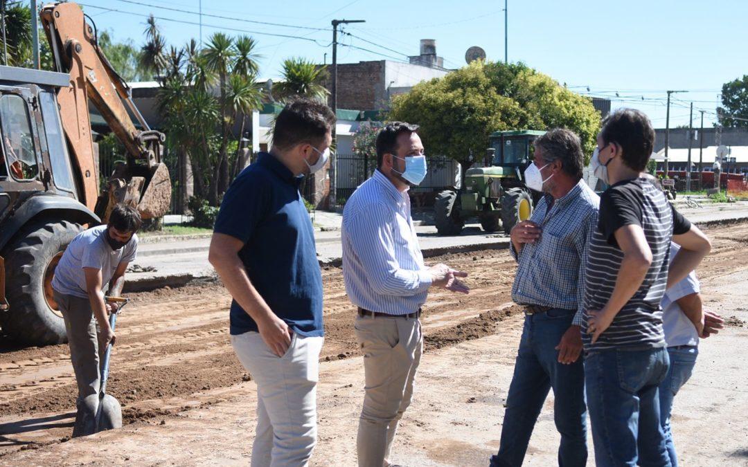 Aiola recorrió la obra de pavimentación del acceso Hipólito Yrigoyen