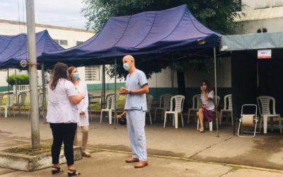 Covid-19: importante operativo de vacunación en el Hospital Municipal para personal de Salud y docente