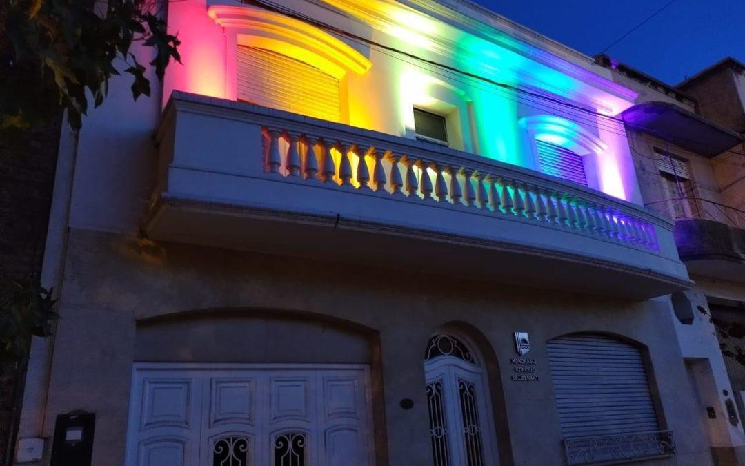El Concejo Deliberante iluminado por el Día Internacional contra la Homofobia, la Transfobia y la Bifobia