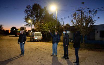 Avanza el plan municipal de colocación de luminarias LED para los barrios